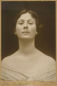 800px-Isadora_Duncan_portrait